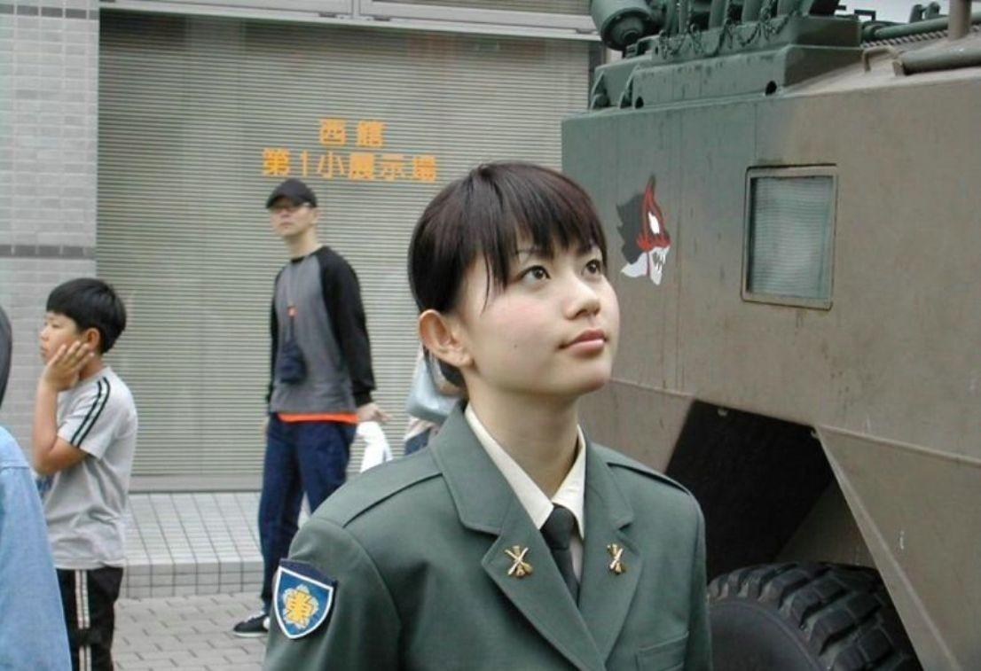 Рыженькая в униформе 18 фотография